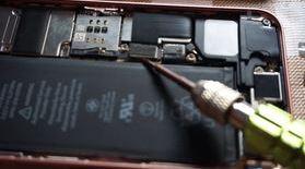 iPhone SEの液晶パネル交換、Touch IDとフロントカメラモジュール分解&取付け