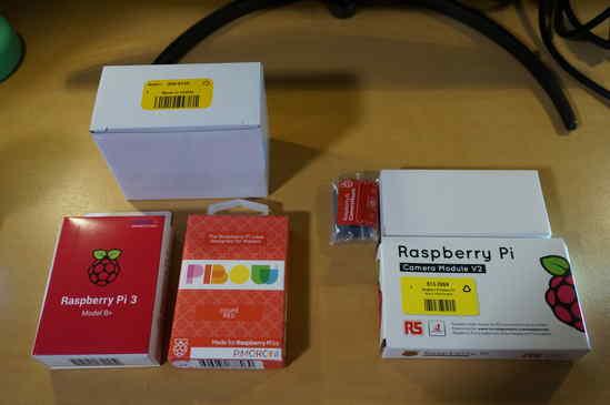 Raspberry Pi 3 B+、Pibow Coupé Redケース、Night visionカメラ、Raspberry Pi カメラ v2.1、カメラマウント、公式電源の6点! 送料込みで90ポンドでした♪