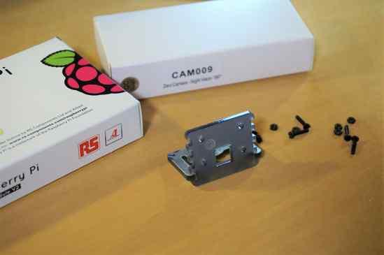 Raspberry Piのカメラマウントは、以前買った物と形状・質感共に同じでした。