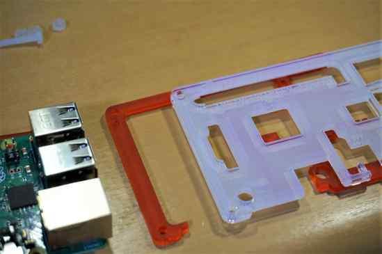 Raspberry Pi 3 B+の上に乗せるCoupé Redの部品。  見えにくいけど、GPIOの番号が刻印されてました。