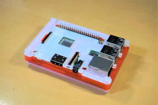Raspberry Pi 3 B+にCoupé Redのケースを取り付け終わり、完成!