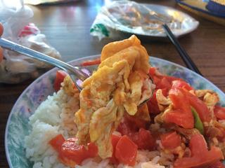 トルファン観光@大河沿鎮でトマトと卵炒めご飯を食す