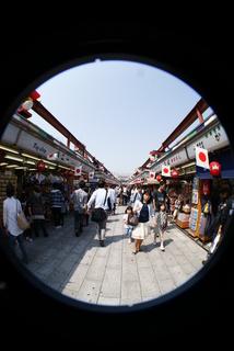Lomo fisheye2、魚眼レンズで撮影した浅草の風景