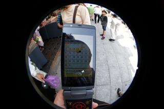 Lomo fisheye2、魚眼レンズで撮影した浅草の風景、エヴァ携帯!
