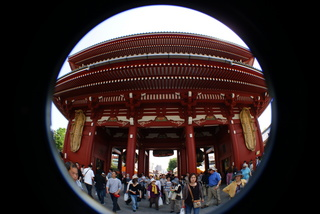 Lomo fisheye2、魚眼レンズで撮影した浅草寺の風景