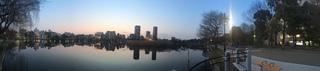 夕暮れ時の上野の不忍池をiPhone 5Sでパノラマ撮影
