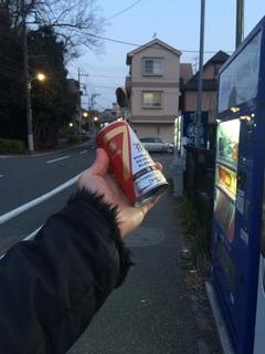 赤塚溜池公園からの帰路、缶コーヒーを買う