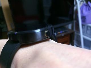 Android Wear Moto360 Smart Watchの唯一のハードウェアボタン