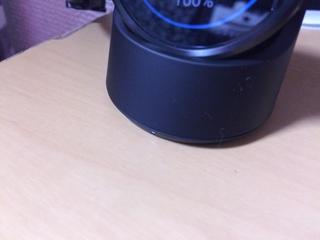 Android Wear Moto360 Smart Watchのクレードル下部には充電ランプがあります