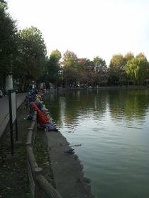 板橋区の見次公園の池と釣り人達