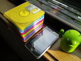 別府の自宅にてフロッピーディスクとiPhone 3Gを発見