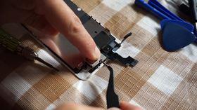 5_iPhone SEのスピーカーを覆うカバー