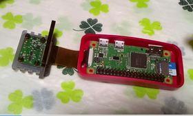 RaspberryPiとCameraをコネクターで接続しケースに入れる