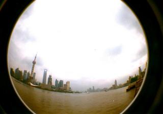 2008年の中国旅行、上海にてLomographyのfisheye2で撮影