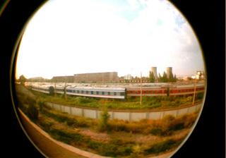 2008年の中国旅行、上海~烏魯木斉間の寝台列車の車窓からLomographyのfisheye2で撮影